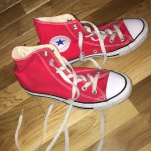 Red high top converse size 7